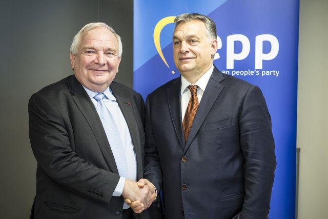 Joseph Daul, az Európai Néppárt (EPP) elnöke és Orbán Viktor kormányfő az EPP brüsszeli székházában 2017 januárjában(MTI Fotó: Miniszterelnöki Sajtóiroda / Szecsődi Balázs)