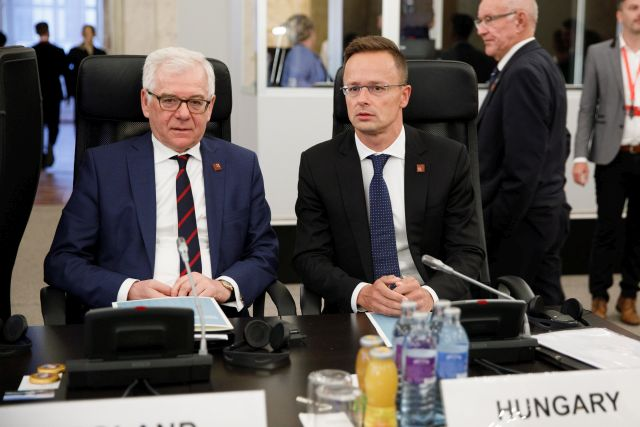 Polish Foreign Minister Jacek Czaputowicz (L) and Hungarian Foreign Minister Peter Szijjarto (R) sit together during the informal meeting of the EU foreign affairs ministers at the Hofburg Palace in Vienna, Austria, 30 August 2018. Austria hosts a two-day informal meeting of foreign affairs ministers in Vienna on 30 and 31 August. Austria took over its third Presidency of the European Council from July 2018 until December 2018. EPA/FLORIAN WIESER