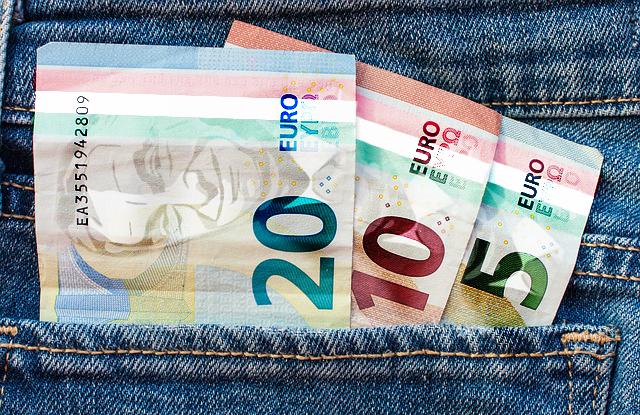 Kénytelenek bevezetni az eurót Magyarországon? - mfor.hu