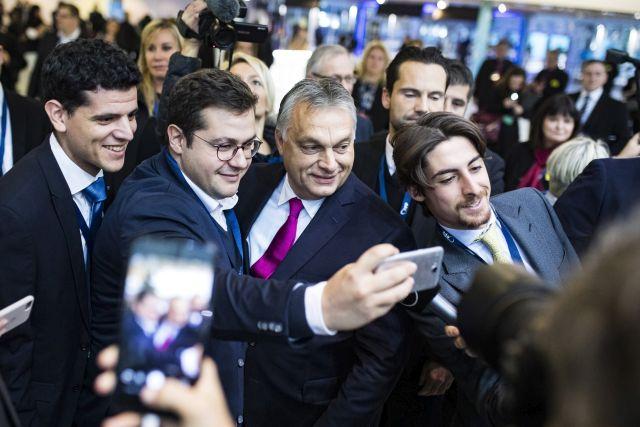 Helsinki, 2018. november 8. A Miniszterelnöki Sajtóiroda által közreadott képen Orbán Viktor miniszterelnök (elöl j2) az Európai Néppárt kongresszusa második napján Helsinkiben 2018. november 8-án. MTI/Miniszterelnöki Sajtóiroda/Szecsődi Balázs