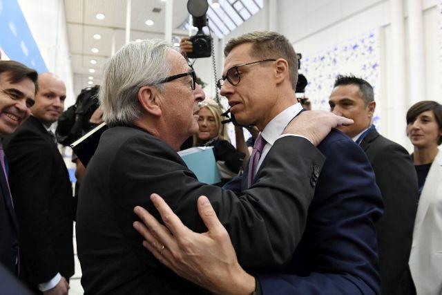 Helsinki, 2018. november 8. Jean-Claude Juncker, az Európai Bizottság elnöke (elöl b) és Alexander Stubb korábbi finn kormányfő, aki október 2-án bejelentette indulását az EPP csúcsjelölti tisztségéért, hogy a párt európai parlamenti választási győzelme esetén ő lehessen az Európai Bizottság következő elnöke az Európai Néppárt (EPP) kongresszusán a Messukeskus Kongresszusi Központban, Helsinkiben 2018. november 8-án. MTI/Koszticsák Szilárd
