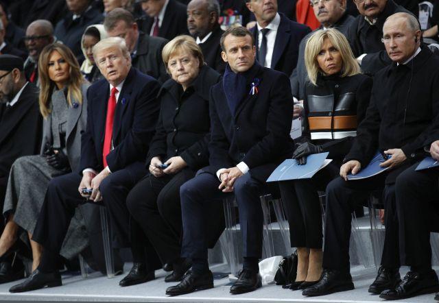 Donald Trump amerikai elnök, Angela Merkel német kancellár, Emmanuel Macron francia elnök és Vlagyimir Putyin orosz elnök az első világháborút lezáró fegyverszüneti egyezmény 100. évfordulójának alkalmából rendezett ünnepségen a párizsi diadalívnél 2018. november 11-én.MTI/AP/Francois Mori