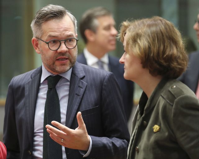 German Minister of State for European Affairs Michael Roth (L) and French Minister for European Affairs Nathalie Loiseau (R) at the European Union general affairs council in Brussels, Belgium, 12 November 2018. EPA/OLIVIER HOSLET