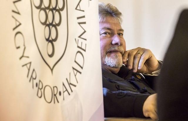 Balla Géza Arad-hegyaljai borász, az év bortermelője a Magyar Bor Akadémia budapesti sajtótájékoztatóján 2018. december 5-én. MTI/Szigetváry Zsolt