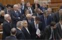Óriási cirkusz volt a Parlamentben: elfogadták a rabszolgatörvényt