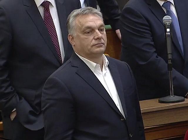 Orbán Viktor kormányfő a mai szavazáson. Forrás: Parlament