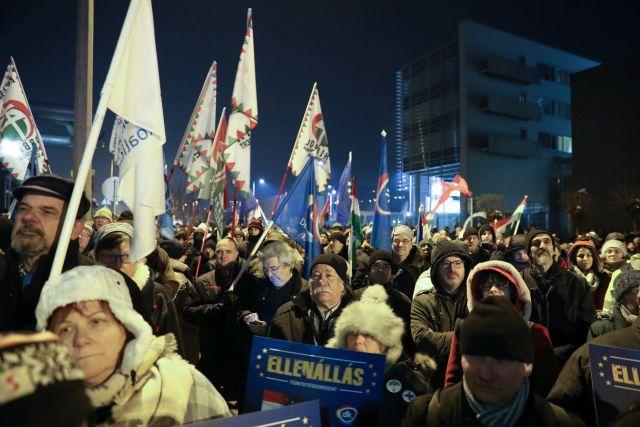 Budapest, 2018. december 17. Kormányellenes tüntetés az MTVA székháza előtt 2018. december 17-én. MTI/Mohai Balázs
