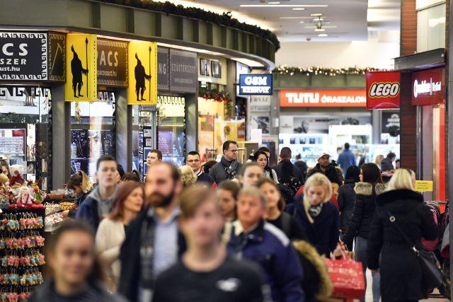 Vásárlók advent negyedik vasárnapján, aranyvasárnap a budapesti WestEnd City Center bevásárlóközpontban 2018. december 23-án. MTI/Máthé Zoltán