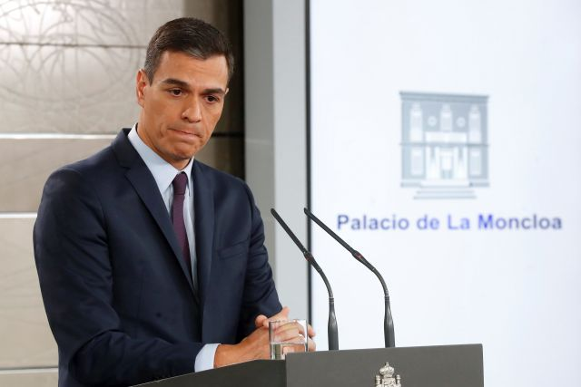 Spanish Prime Minister Pedro Sanchez delivers an institutional statement after an extraordinary cabinet meeting at the Moncloa Presidential Palace in Madrid, Spain, 15 February 2019. Sanchez announced early elections to be held on 28 April 2019, after the government did not find enough support in the Spain's Lower House of parliament to pass the 2019 budget. EPA/CHEMA MOYA