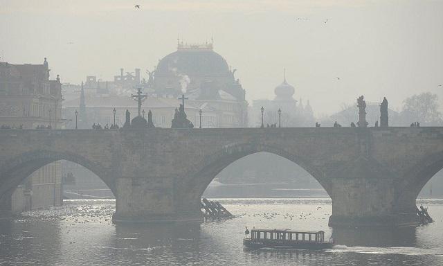 A szmogos Prága, 2017 januárjában. (Fotó: CTK)