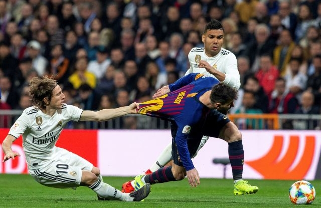 FC Barcelona's Lionel Messi (R) in action against Real Madrid's Luka Modric (L) during the Spain's King Cup second leg semifinal match between Real Madrid and FC Barcelona at Santiago Bernabeu stadium, in Madrid, Spain, 27 February 2019.  EPA/Rodrigo Jimenez