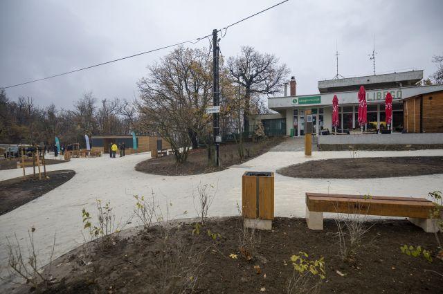 A Libegő János-hegyi végállomásának környéke már megújult. (MTI/Mohai Balázs)