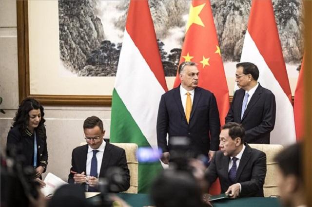 Orbán Viktor és Li Ko-csiang kínai miniszterelnök kétoldalú tárgyalásukon Pekingben 2019. április 25-én. (Fotó: MTI/Miniszterelnöki Sajtóiroda/Szecsődi Balázs)