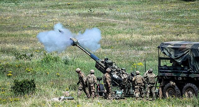 Amerikai tüzérek M777 tarackkal lőnek Öskü község határában a Breakthrough 2019 magyar-amerikai tűztámogatási és célkezelési gyakorlat szakmai napján, 2019. június 12-én. MTI/Szigetváry Zsolt