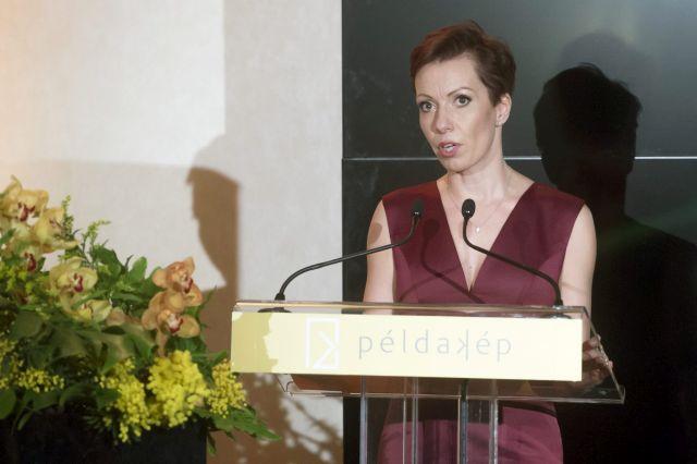 Valentínyi Katalin, a Példakép Alapítvány alapítója az Év Példaképe díj átadása alkalmából rendezett gálán (MTI Fotó: Koszticsák Szilárd)