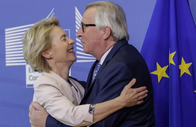 Ursula von der Leyen (L), the nominated President of the European Commission is welcomed by European Commission President Jean-Claude Juncker during a visit at the European Commission in Brussels, Belgium, 04 July 2019. EPA/OLIVIER HOSLET