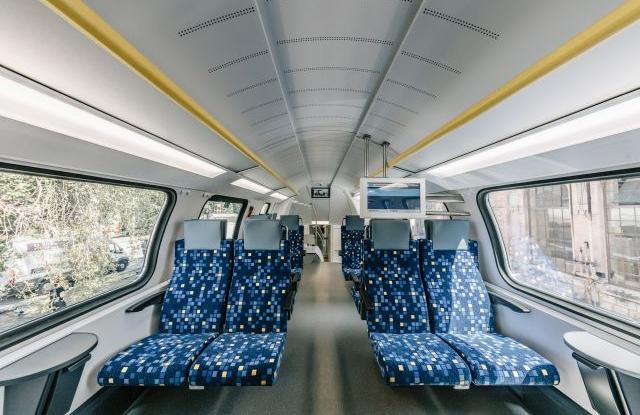 Dunakeszi, 2019. július 16. Kigördül a MÁV-Start megrendelésére készült első nagykapacitású KISS emeletes motorvonat a Dunakeszi Járműjavító gyártócsarnokából 2019. július 16-án. Forrás: MÁV/Stadler