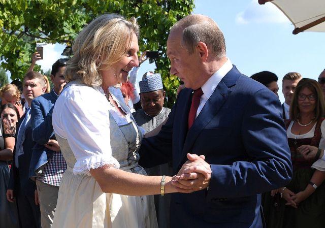 Friss hírek: Az orosz elnök is hivatalos az osztrák külügyminiszter lagzijába.