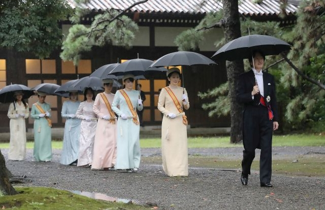 Japanese Crown Prince Akishino (R) and Crown Princess Kiko (2-R) walk to attend the Sokuirei-Tojitsu-Kashikodokoro-Omae-no-gi Ceremony at the Imperial Palace ahead of Emperor Naruhito's enthronement ceremony, in Tokyo, Japan, 22 October 2019. Some 2,000 guests from Japan and dignitaries from over 180 countries are expected to attend the enthronement ceremony. EPA/JIJI PRESS JAPAN OUT EDITORIAL USE ONLY NO ARCHIVES