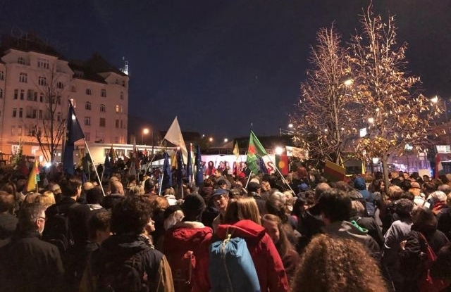 Erdogan ellenes tüntetés a Moszkva téren Forrás: Privátbankár.hu