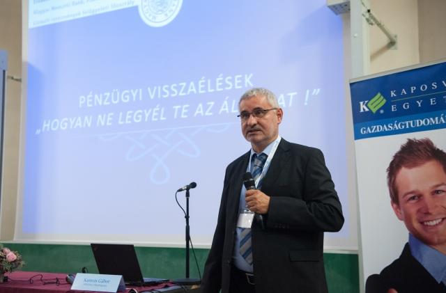 Kamrás Gábor a Privátbankár.hu Pénzügyi Tudatosság Diákfórumának kaposvári állomásán. Fotó: Privátbankár.hu