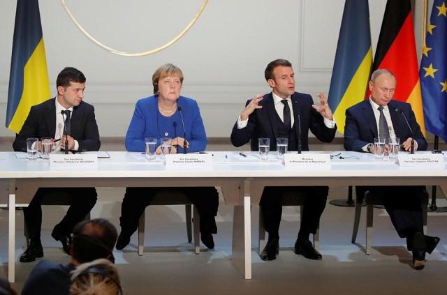 Volodimir Zelenszkij, Angela Merkel, Emmanuel Macron és Vlagyimir Putyin a normandiai négyek csúcstalálkozóját követő sajtótájékoztatón, 2019. december 9-én, Párizsban. (Fotó: Reuters/Charles Platiau/Pool)