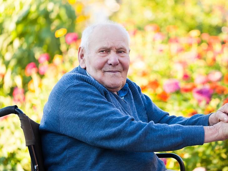 Mire kiengedik az idősotthonok lakóit, újra kell oltani őket