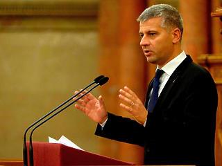 A fideszes miniszteri biztos átszervezi a cégeit