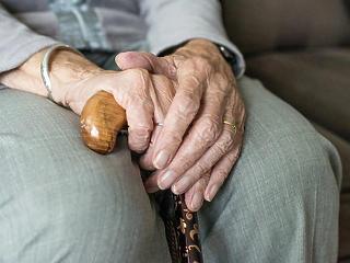 Érik a kiegészítés a nyugdíjasoknak, nem fékez a drágulás a boltokban