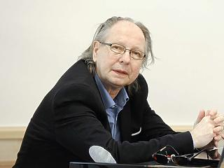 A szórakoztatás mellett üzleti ügyekkel is foglalkozniuk kellett a legendás zenészeknek, Balázs Fecónak és Benkő Lászlónak