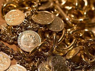 Az alacsony kamat miatt gyengül a forint? Emelkedik az arany és a technológiai szektor
