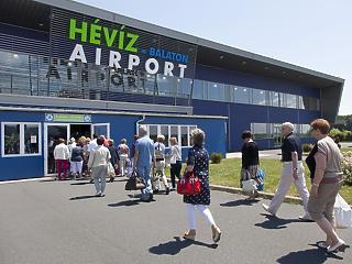 Menetrendszerűen landolt az állami pénz a hévízi reptéren