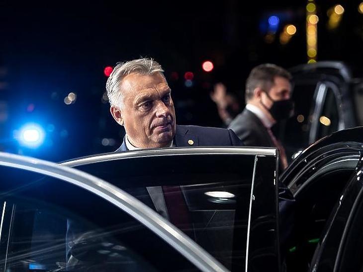 Orbán Viktor: nagyon nehéz hónapok előtt állunk