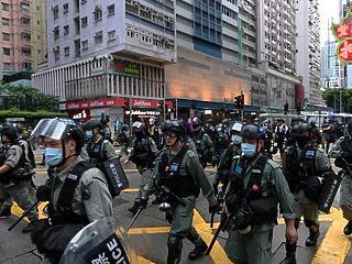 Húztak egyet a pórázon Hongkongban – meddig bírják a befektetők?
