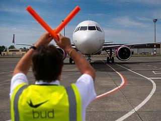 Óriási ugrás: apokaliptikusról simán csak szörnyűre váltott a fapados légitársaságok kihasználtsága