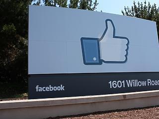 Óriási fordulat: fizetni fog a hírekért a Facebook