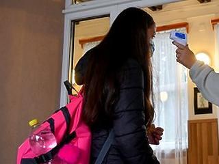 Pedagógusok: zárják be az iskolákat az alsó tagozatok kivételével!