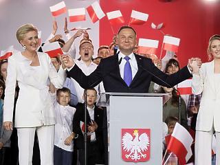Hajszállal, de Andrzej Duda nyerte a lengyel elnökválasztást