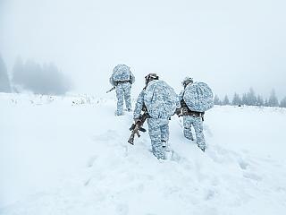 Brutális fegyverkezés Északon – új orosz és svéd fegyverek felvonulása