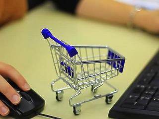 Már holnaptól érvényes az idősek vásárlási sávja