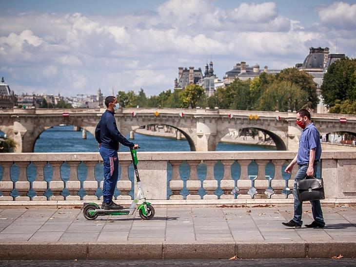 Totális maszkszigor jöhet Párizsban – baseball ütőkkel verték meg a maszk viselését kérő férfit
