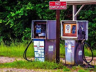 Áprilisban elszáll majd a benzin ára?