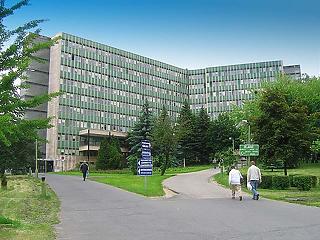 Egyelőre három budapesti és öt vidéki kórház a COVID-betegek ellátásában
