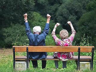 Kijött a rendelet a nyugdíjemelésről, 1,2 százalékot kapnak az idősek