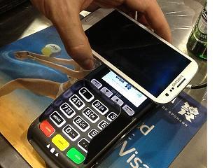 Csapás a készpénzre: januártól szinte mindenhol lehet majd elektronikusan fizetni