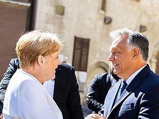 Angela Merkellel a háta mögött verheti le a brüsszelieket Orbán Viktor