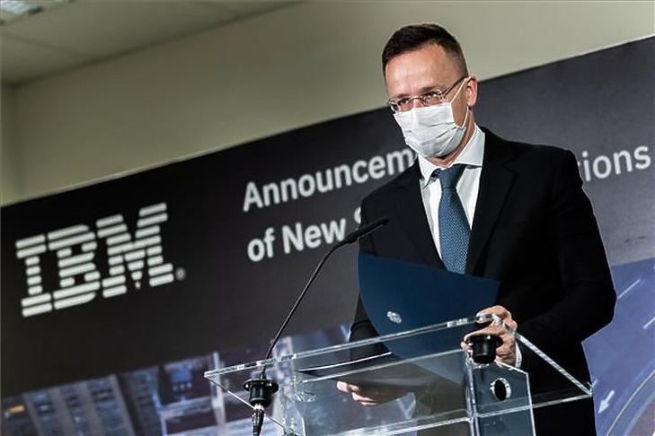 Az IBM 3,5 milliárd forintból, 1 milliárd forintos állami támogatással fejleszti a székesfehérvári informatikai központját (Fotó: MTI/Borsos Mátyás)