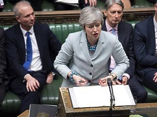 Ma megkaphatja a harmadik zakóját Theresa May
