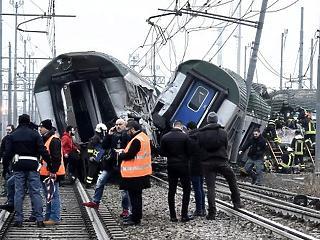 Súlyos baleset: kisiklott egy vonat, legalább 3 halott