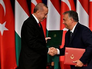 Orbán Viktor autokratákhoz dörgölődzik – így látták az Erdogan-vizitet külföldön